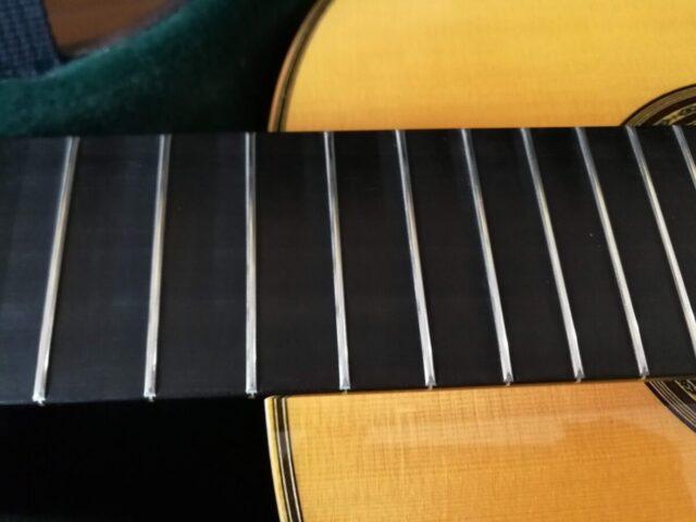 激落ちくんで磨いたクラシックギターのフレット