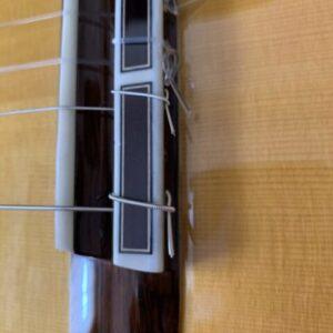 ダブルホール構造のクラシックギターへの弦の張り方その3