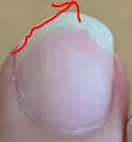 中指の爪の形と弾く方向