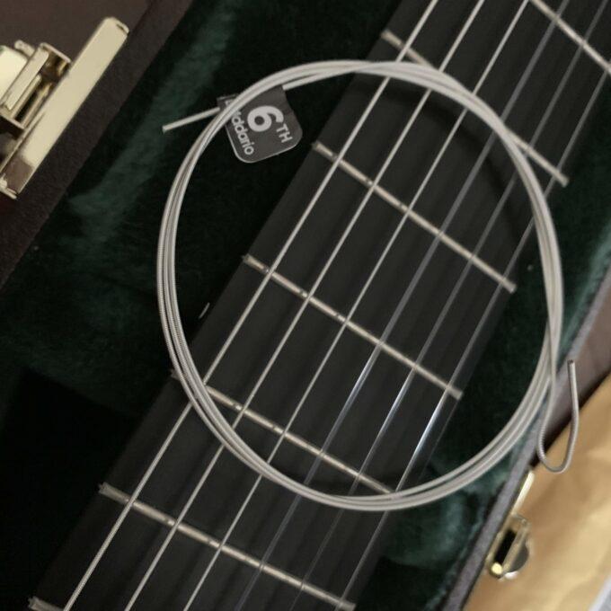 ダダリオのXTC45の6弦を普通の弦と比較