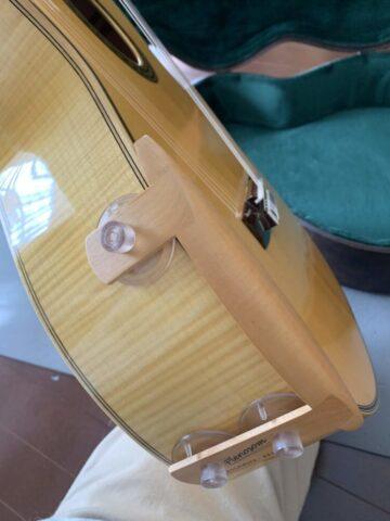 プレソノム・アームレストをギターにつける